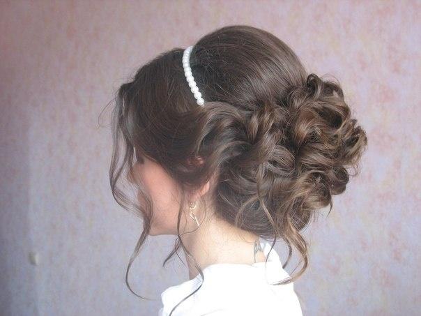 Причёски на выпускной для средних волос