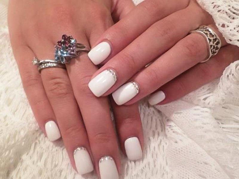 Фото маникюр с белым цветом