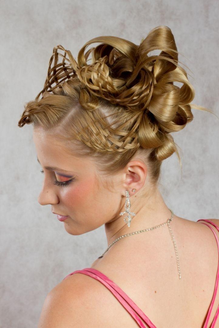 креативные прически на длинные волосы с плетением