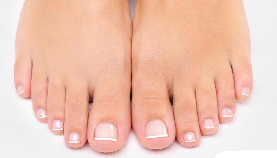 Почему ногти на ногах желтеют