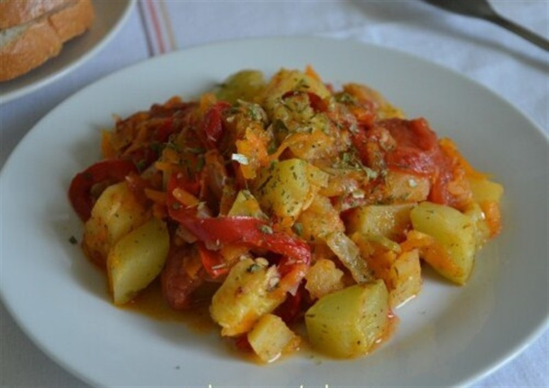 Овощное рагу с кабачками в духовке