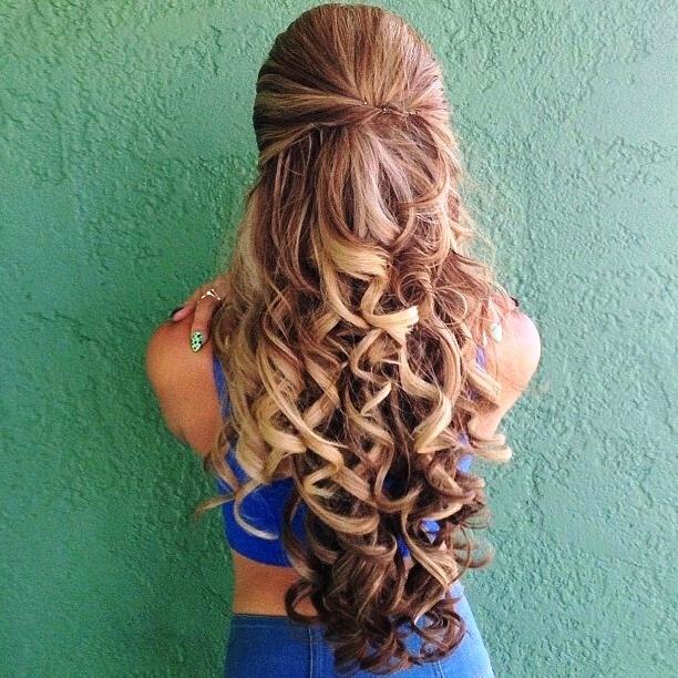 легкие прически с завитыми волосами