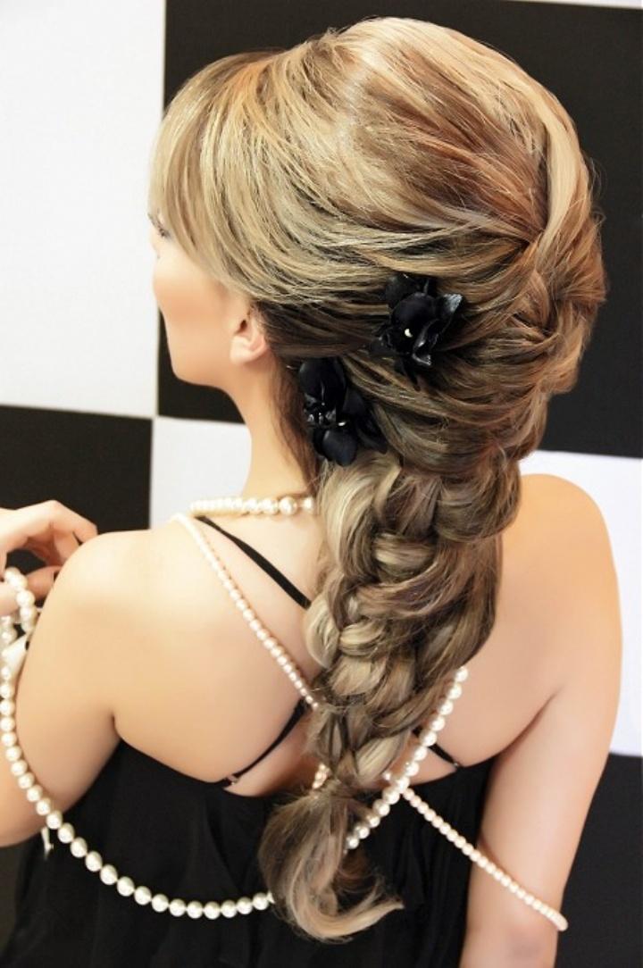 Прически на средние волосы с плетением с челкой