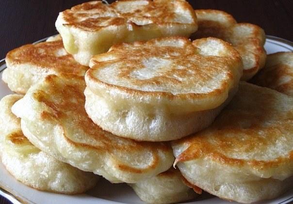 Рецепт пышных оладьев на кефире с дрожжами пошагово