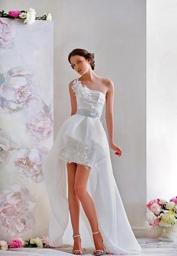 Свадебные платья с коротким передом и длинным шлейфом