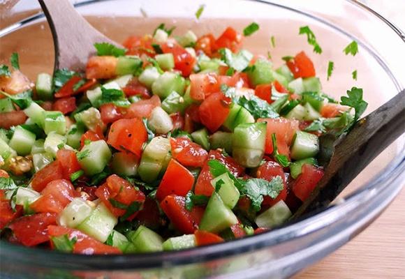 Салаты из помидора и огурца
