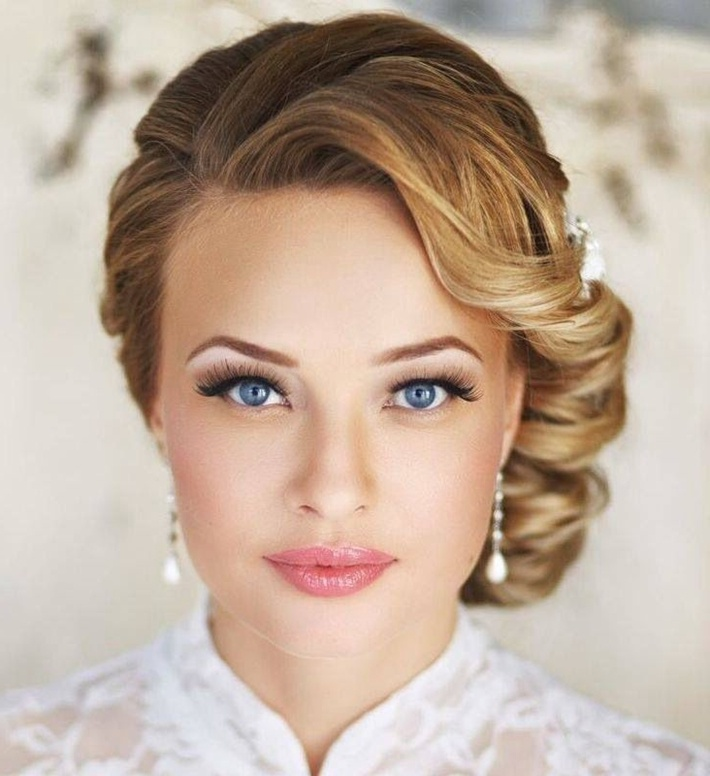 Нежный макияж для серо-голубых глаз