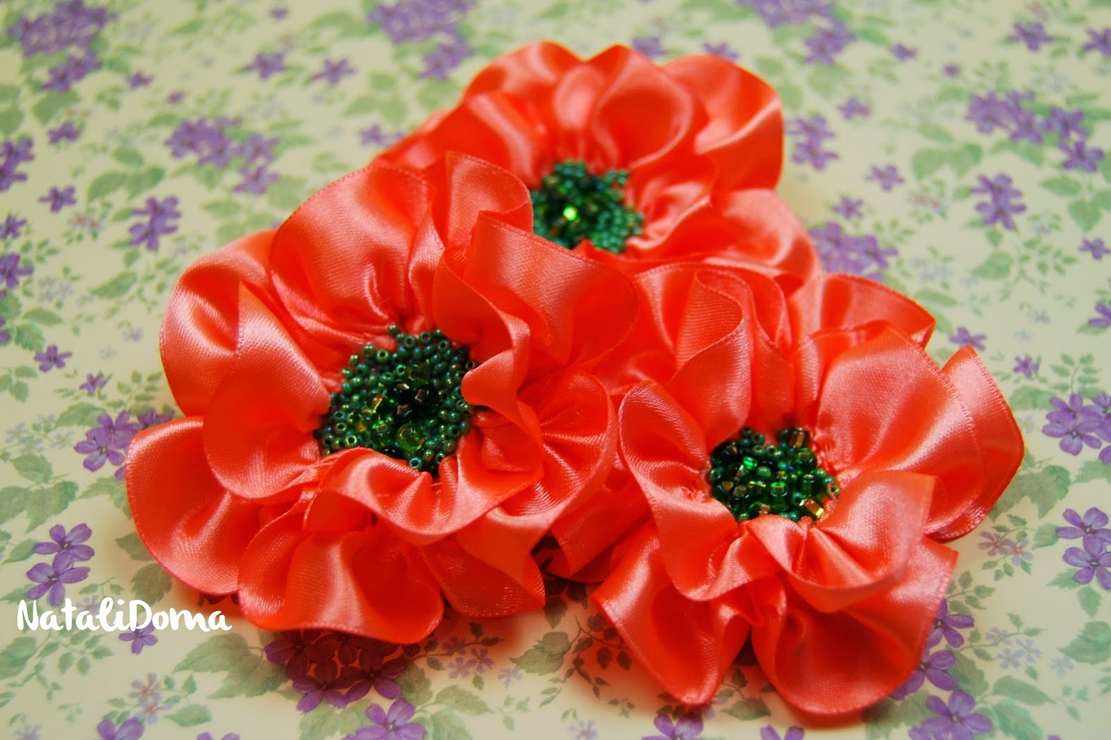 Цветы из 1 см атласной ленты