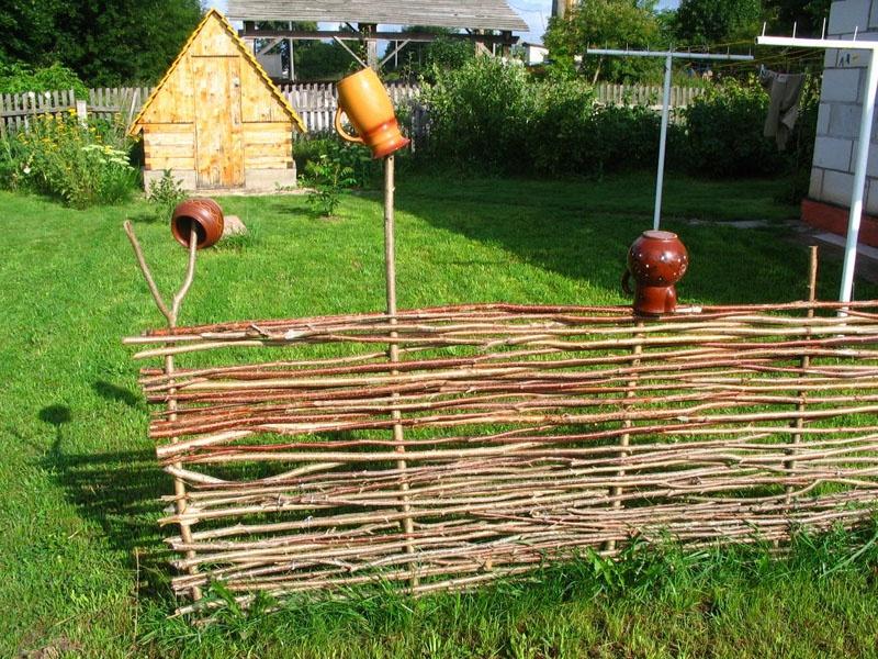 Как сделать плетень на даче своими руками фото
