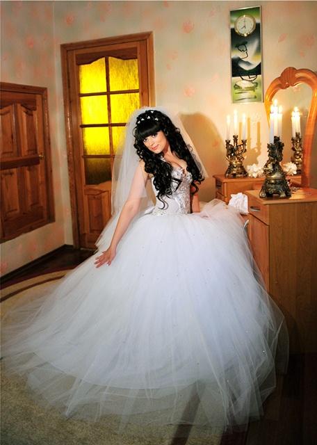 Невесты в свадебных платьях брюнетки