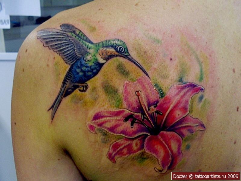Фото тату колибри в цветах