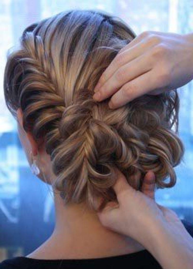 Красивая прическа из косы на волосы