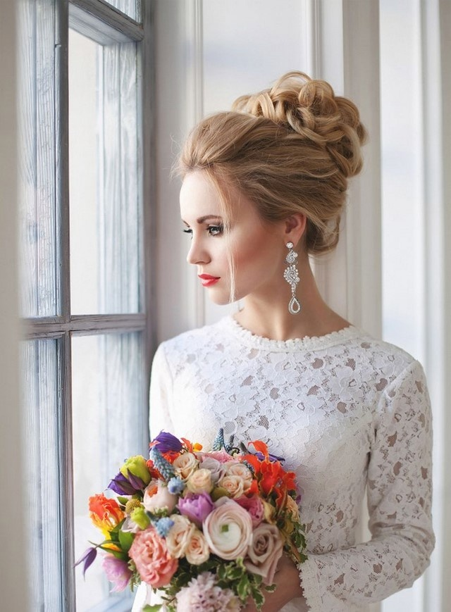 Свадебные прически на длинные волосы 2017-2018 с фатой