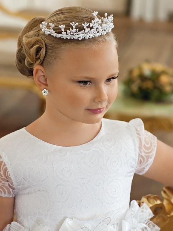 Прически с диадемами для девочек