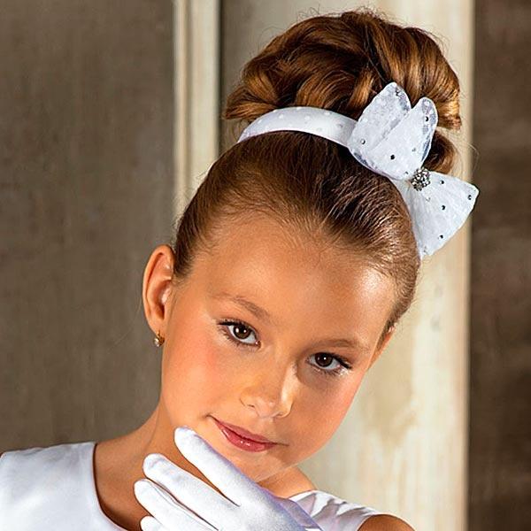 Фото причесок для девочек с бантами