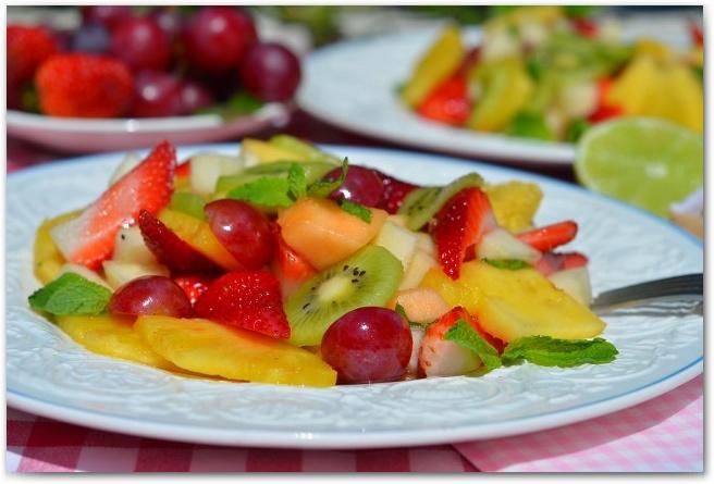 Салат с фруктами с