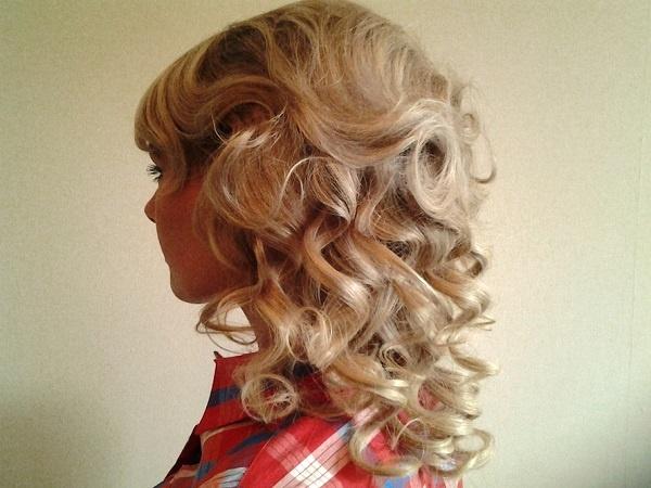 Причёски с кудрями на средние волосы