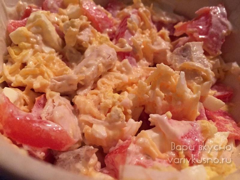 Салат из помидоры сыра курица