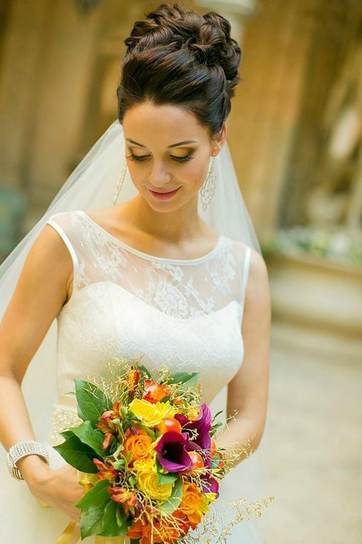 стильные свадебные прически с фатой