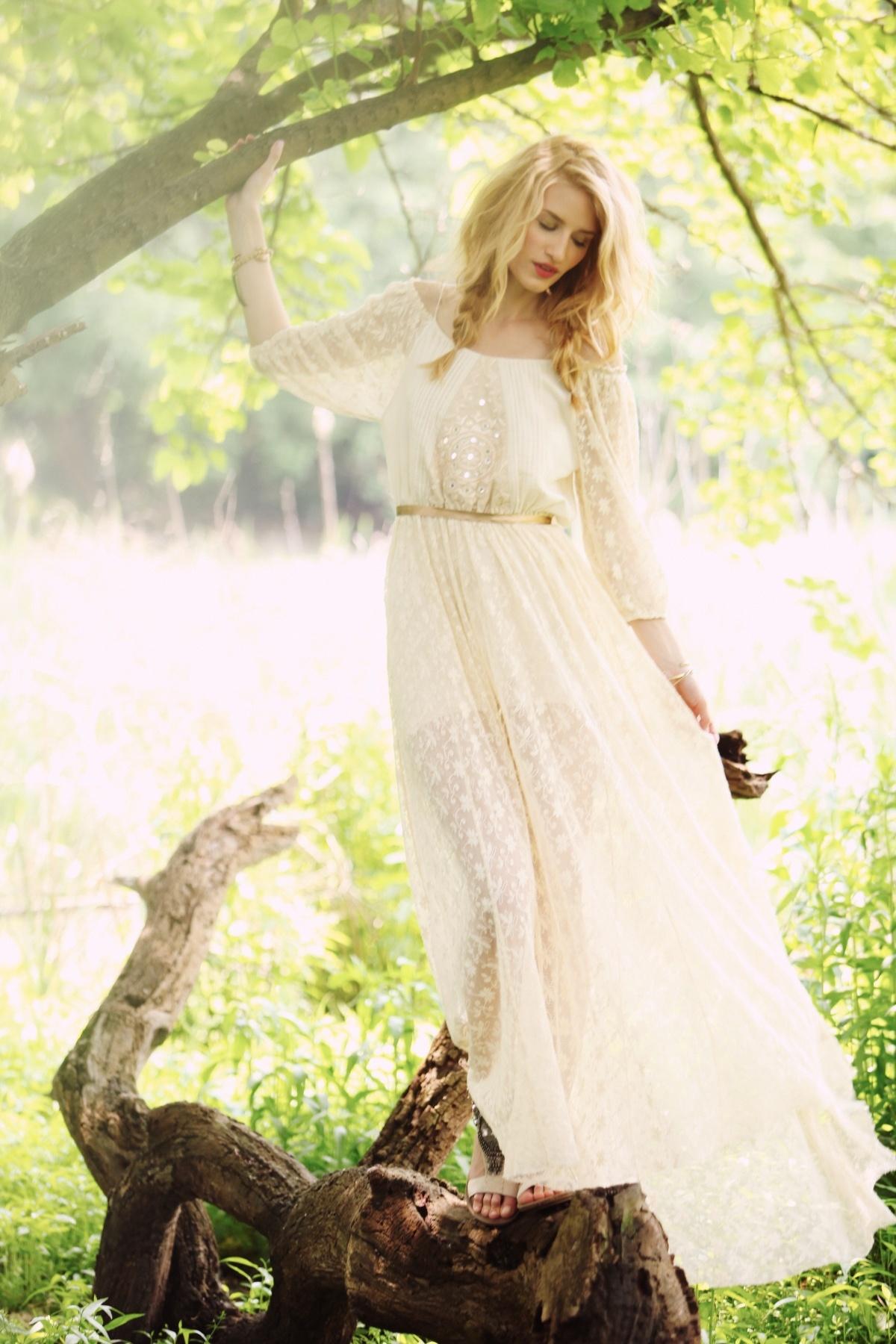 Фото девушек в длинных легких платьях