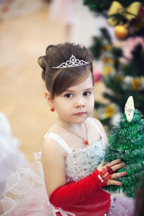 детские новогодние прически с короной фото