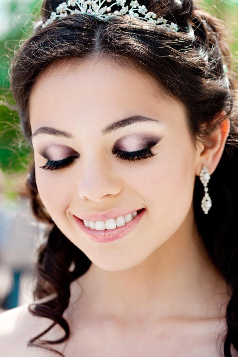 Нежный макияж на свадьбу для карих глаз