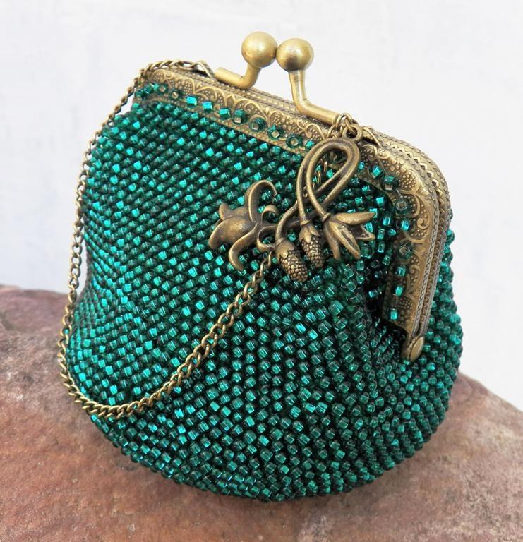 Маленькие сумочки своими руками бисером