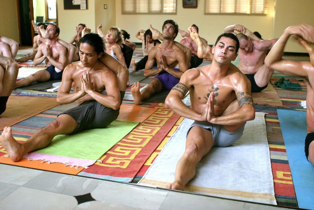 golie-zanyatiya-yogoy
