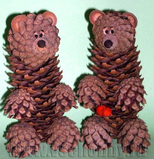 Поделка медведь из шишек