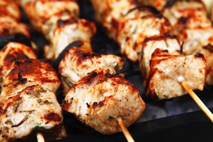 Диетический шашлык из курицы. Готовим дома вкусный шашлык из курицы. Рецепт приготовления шашлыка из курицы. Как приготовить дие