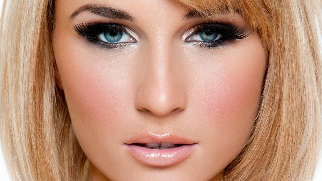 Вечерний макияж для блондинок для голубых глаз фото