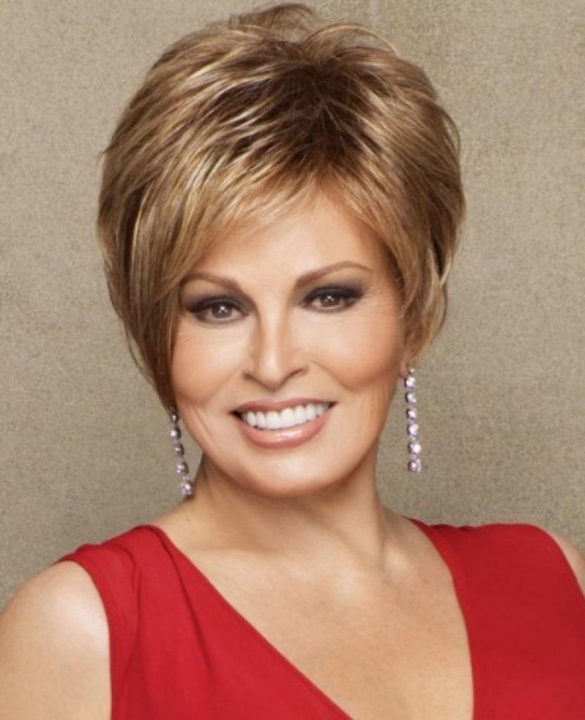 Стрижка на средние волосы для 50-летних женщин