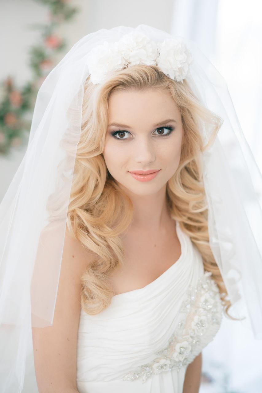 нежные свадебные прически с фатой