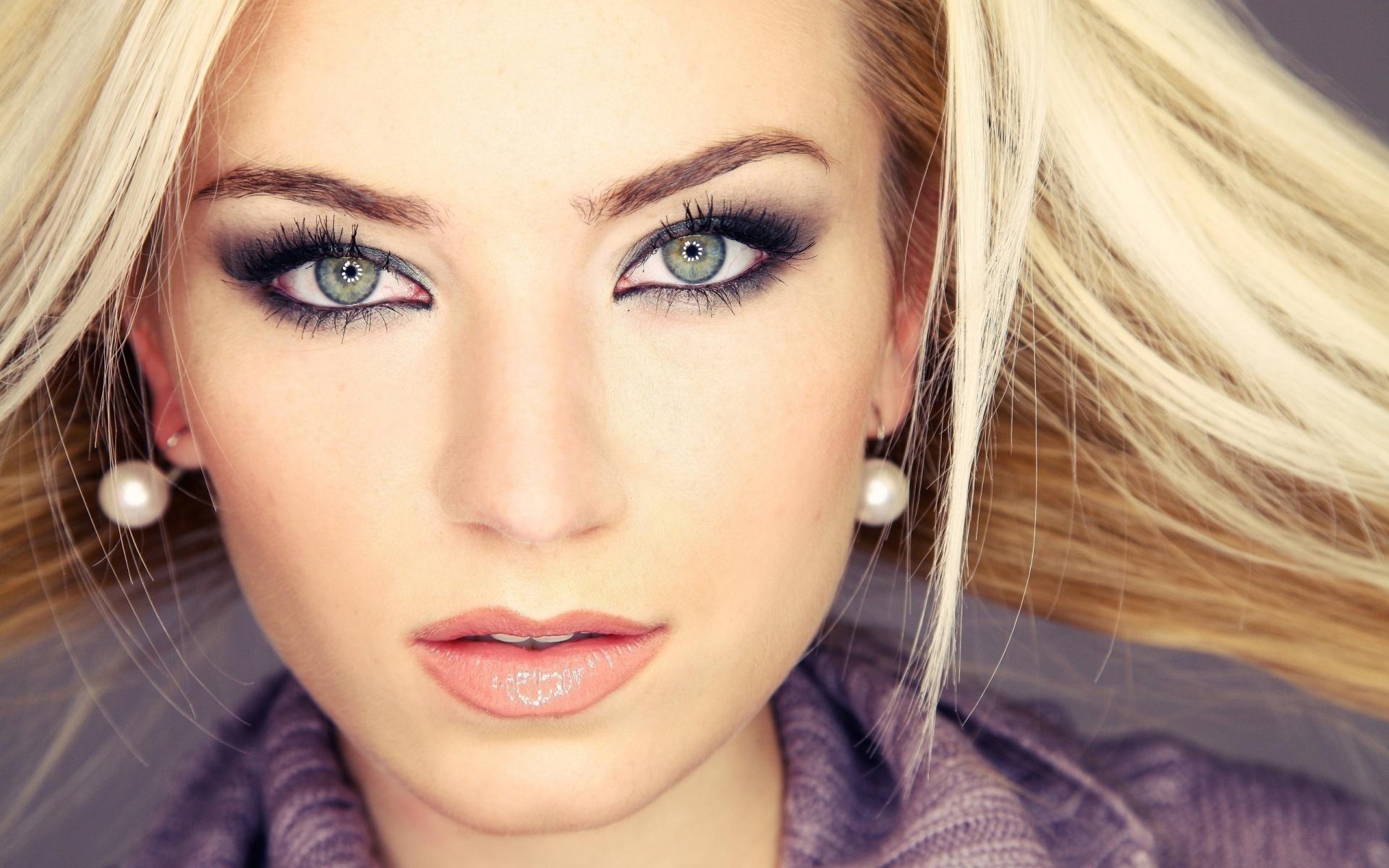 Макияж для светлых глаз и темных волос светлой кожи
