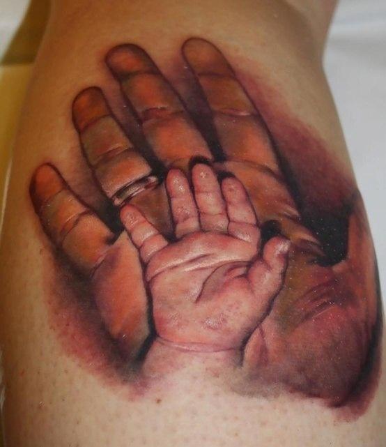 Тату мужская рука и рука ребенка