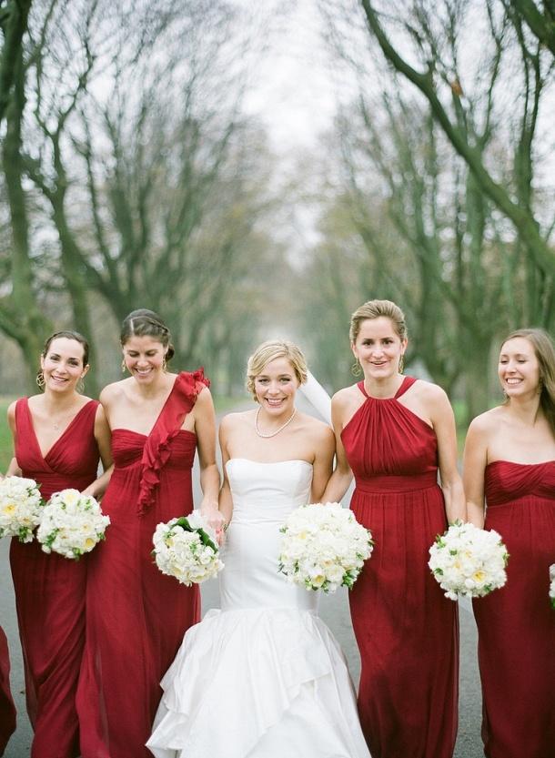 Подружки невесты все в одинаковых платьях