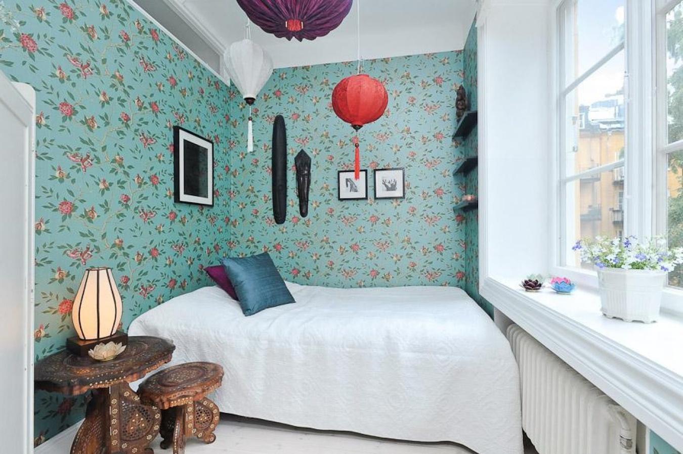 Фотообои для спальни в интерьере для маленьких комнат фото