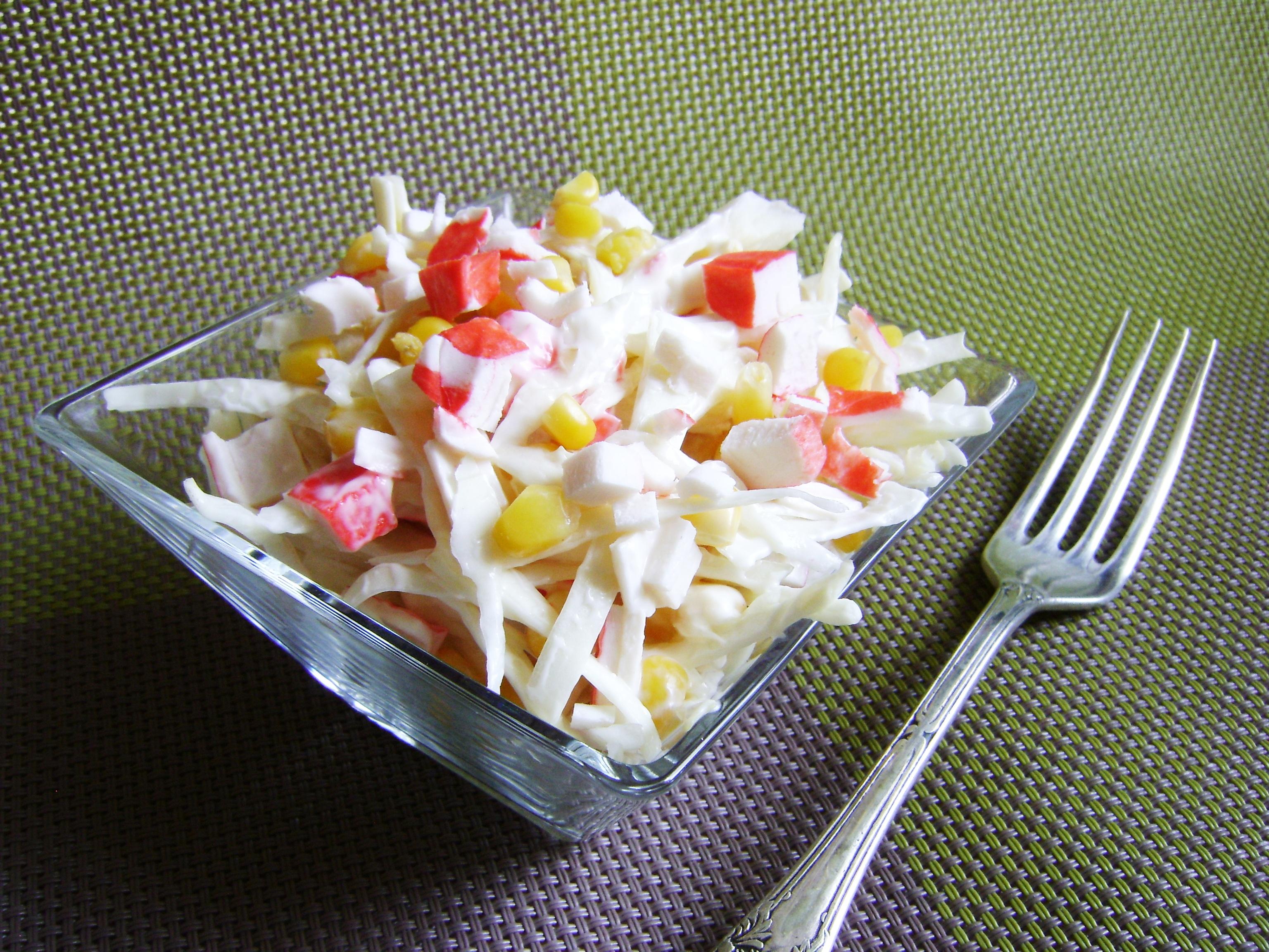 Салат с крабовыми палочками и кукурузой и чипсами рецепт с