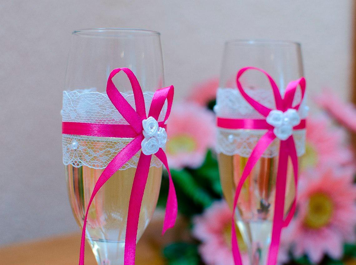 Как украшать бокалы на свадьбу своими руками фото