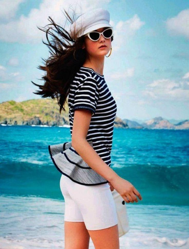 Белые обтягивающие шортики с полосатой блузой и белое милое кеппи отлично составят морской образ - карточка от пользователя ekat