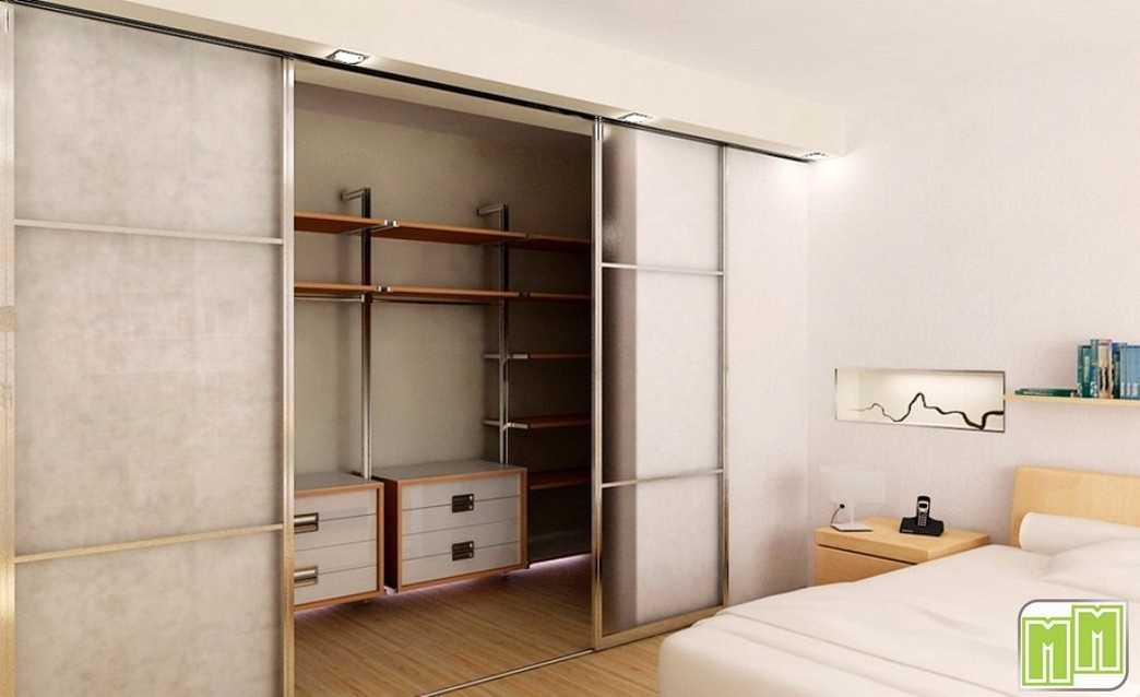 Гардеробная в маленькую квартиру.