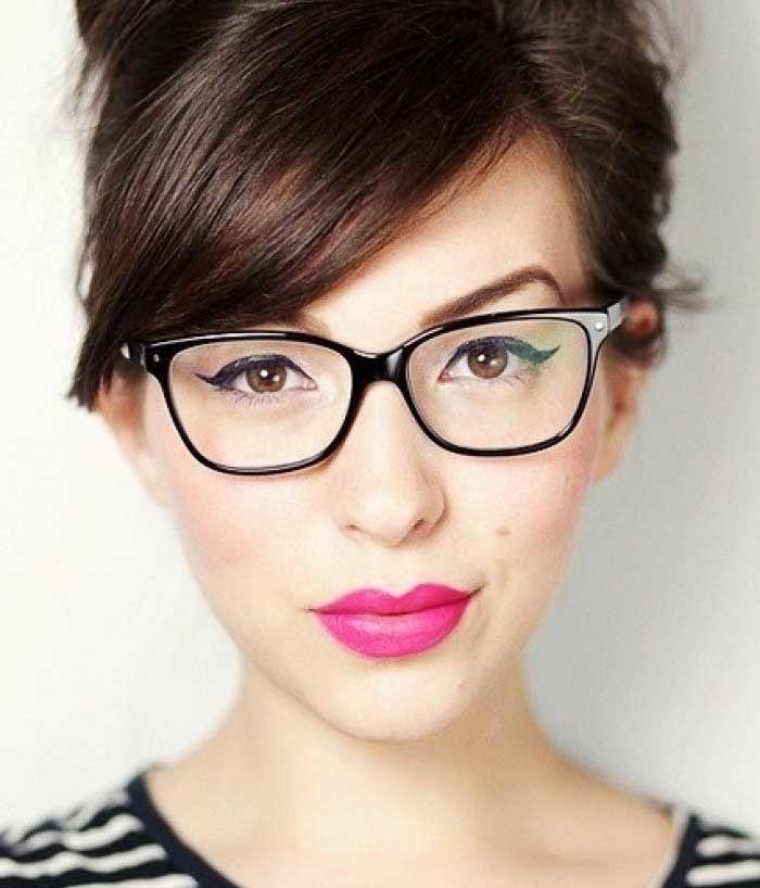 фото прически для тех кто носит очки
