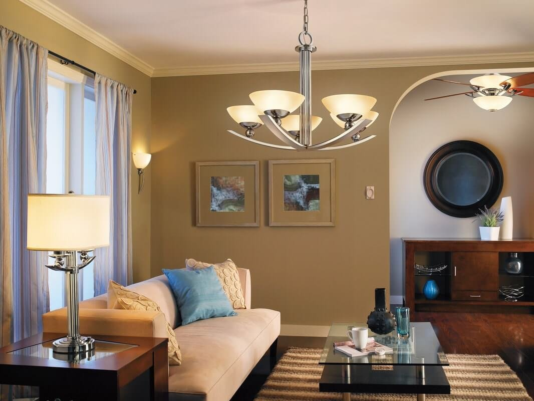 Как выбрать люстру в гостиную?